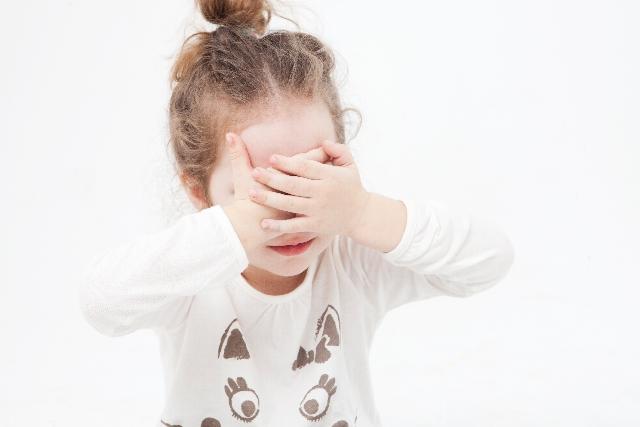 「目隠し 子供 画像」の画像検索結果