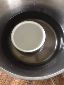 水の入った陶器