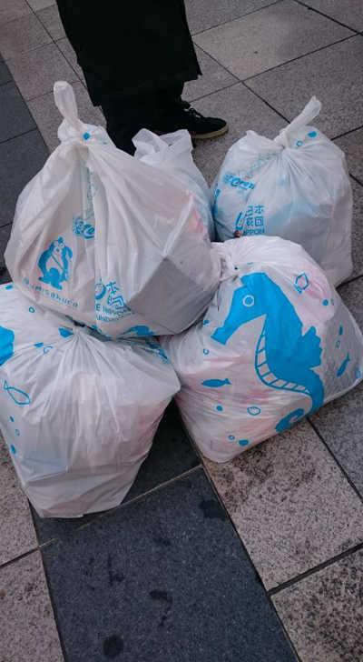 ゴミ拾いをして集まったゴミ1