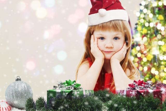 サンタの衣装を着ている女の子