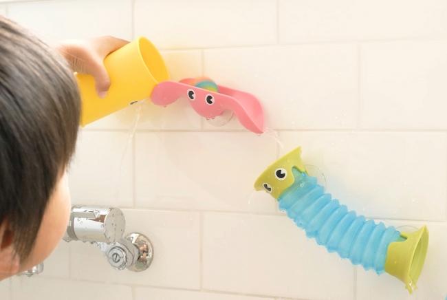 おふろじゃぶじゃぶコースターに水を注ぐ