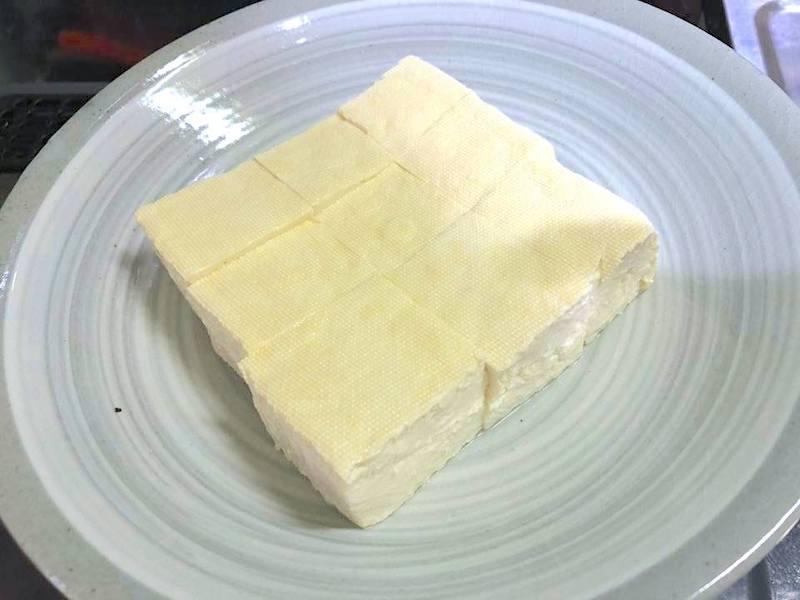 適当な大きさに切った豆腐
