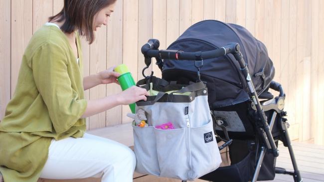 マザーズバッグをベビーカーに取り付ける例