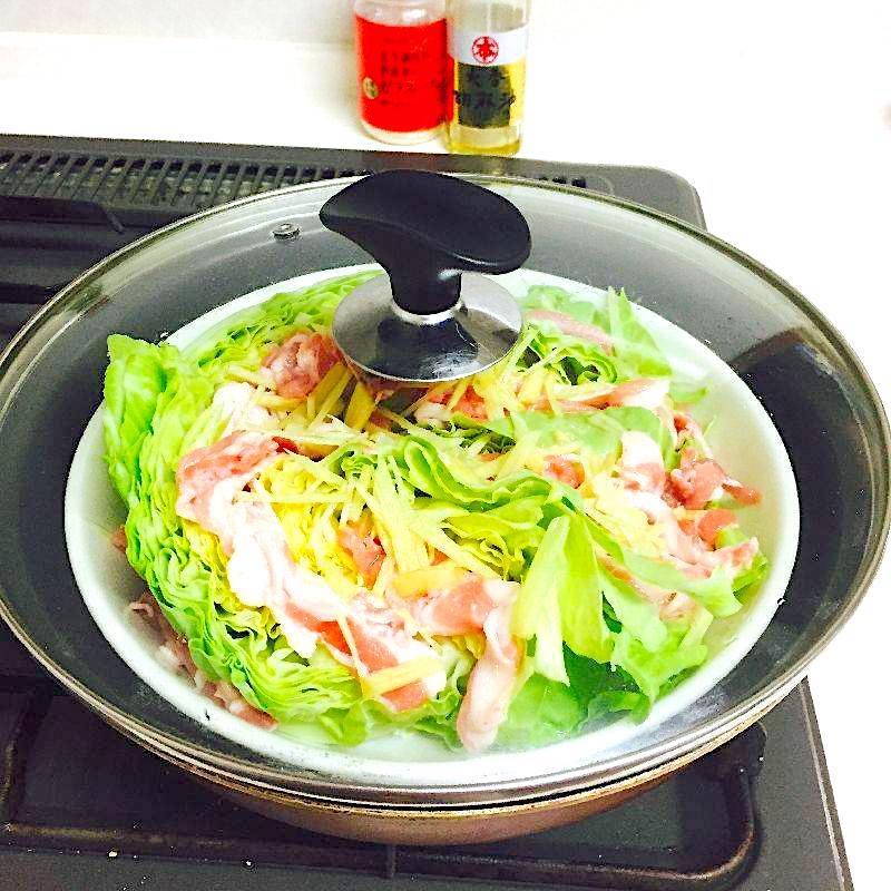 豚肉と春キャベツの蒸し焼き