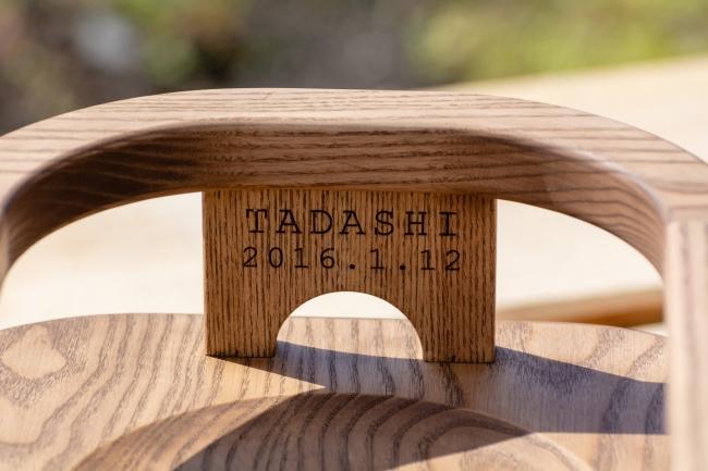 名前を入れられる木製イス