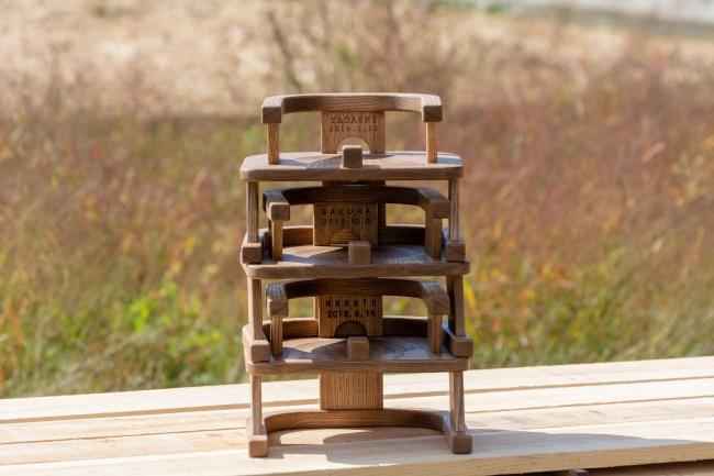 スタッキングができる木製イス