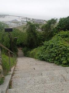日和山山頂へと続く階段