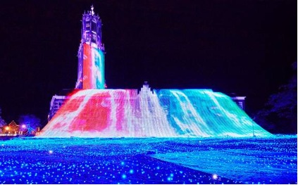 ハウステンボスの「花と光の王国」の「光の滝」