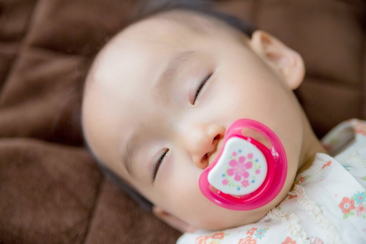 すやすや眠る赤ちゃん