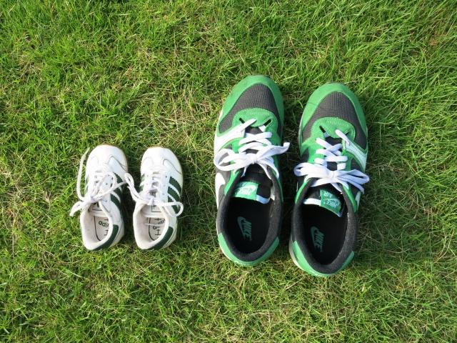 パパと子どもの靴
