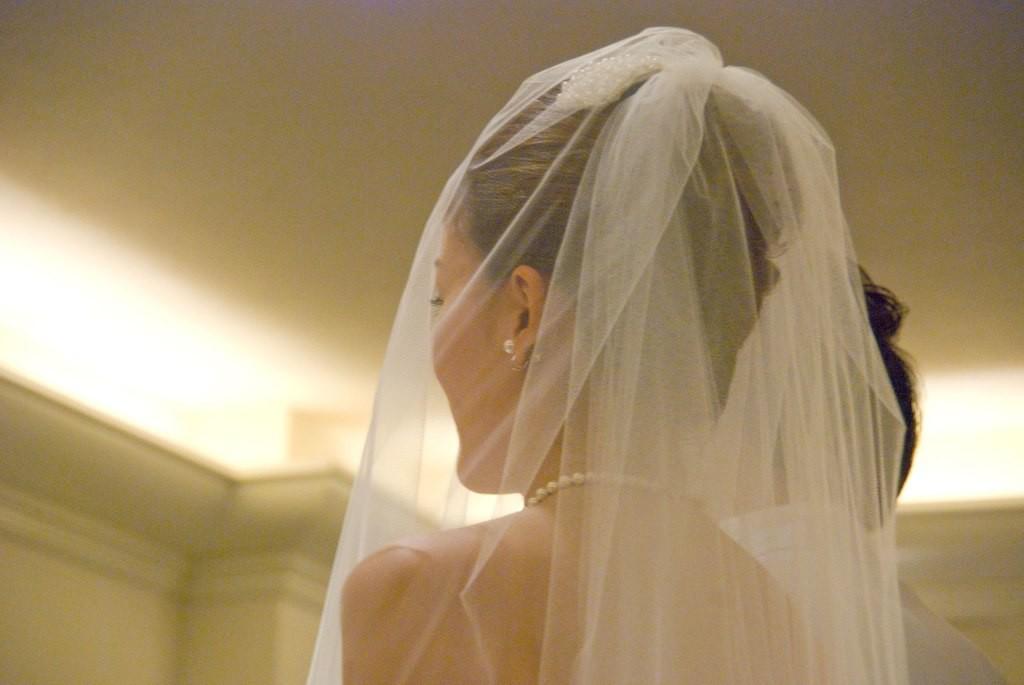 結婚式の新婦の後ろ姿