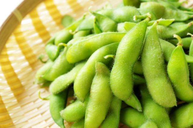 ザルの上の枝豆