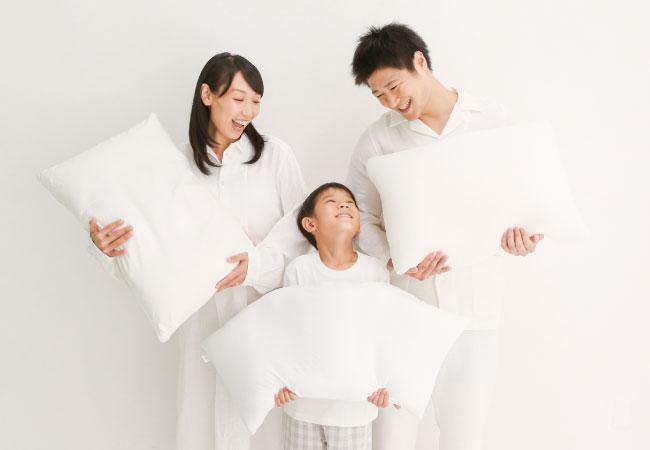 枕をもつ家族