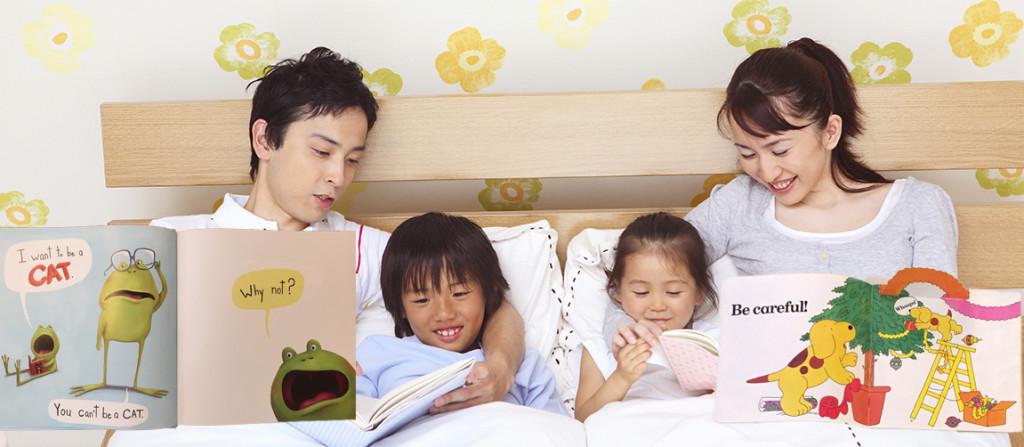 親子4人で英語の絵本を読む