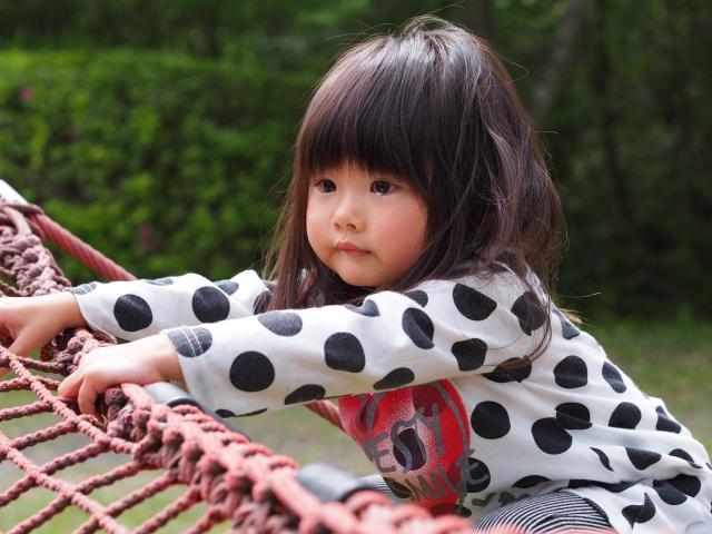 公園で半ベソの女の子