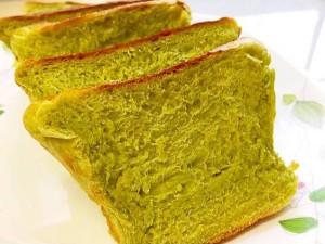 カットしてふわふわの抹茶ミルク食パン