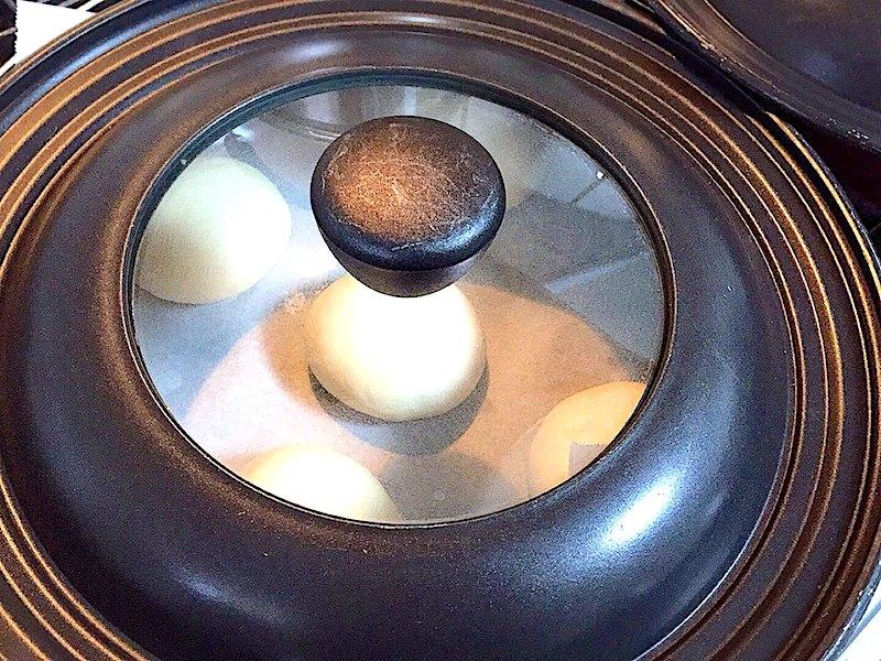 フライパンに蓋をして発酵