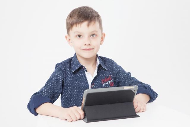 タブレット端末と子ども