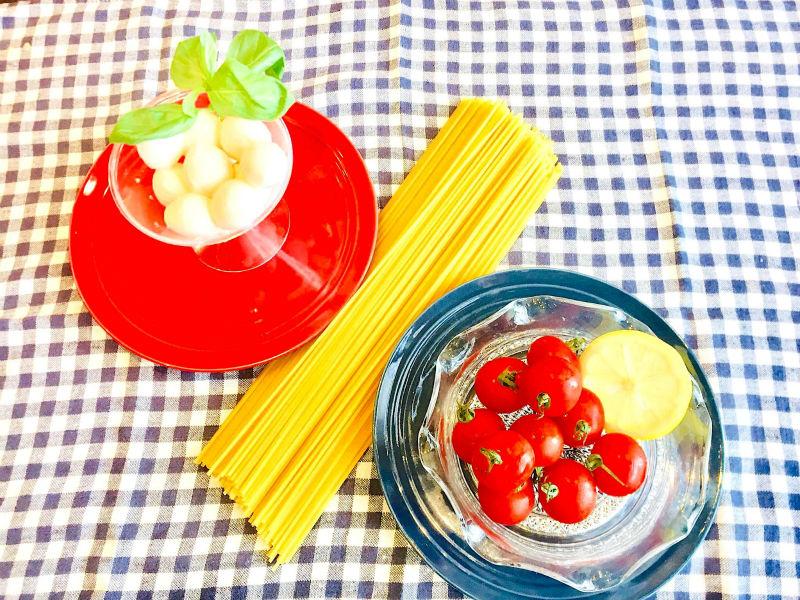 生モッツアレラとトマトの冷製パスタの材料