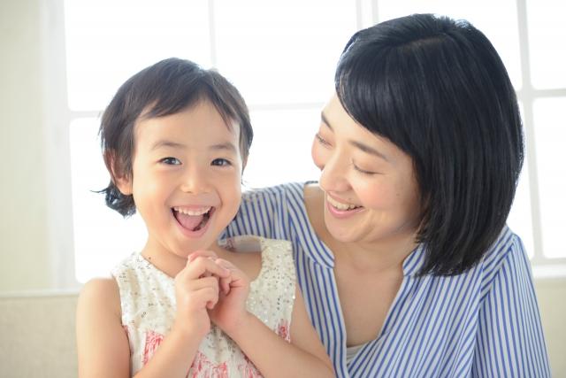 笑顔のママと女の子