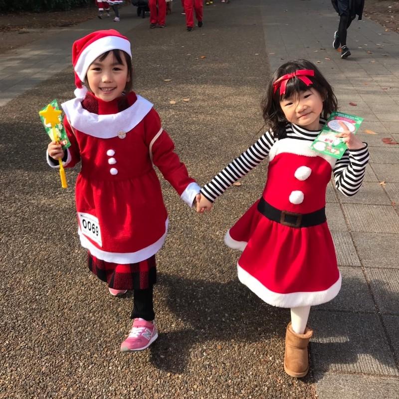 サンタ衣装の子どもたち