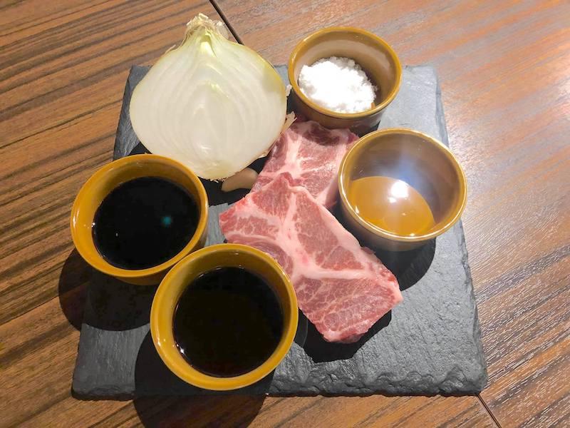 イベリコ豚のソテー シャリアピンソース材料