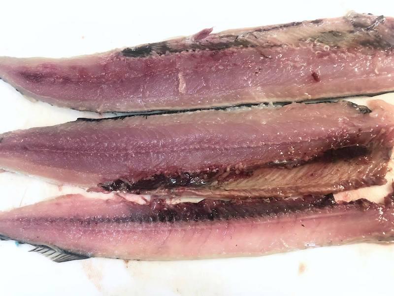 3枚におろした秋刀魚